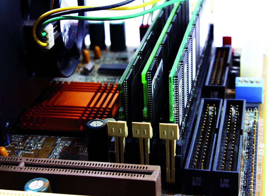 capacitors-chip-circuit-2588757 1024x745